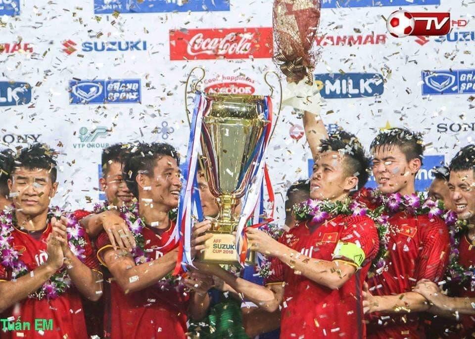 Những khoảnh khắc xúc động thay cho vạn lời nói của đội tuyển Việt Nam tại AFF Cup