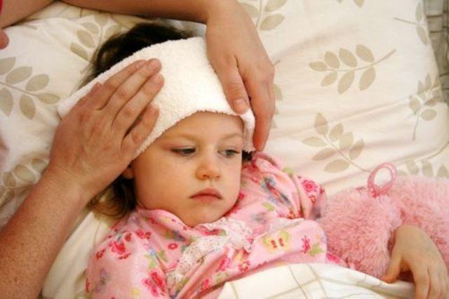 Cách chườm mát đúng cách cho trẻ khi bị sốt