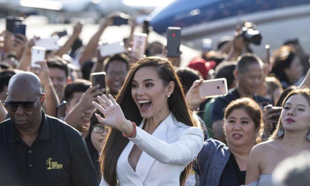 Nàng hậu của cuộc thi Hoa hậu Hoàn vũ rạng rỡ trên phi cơ riêng