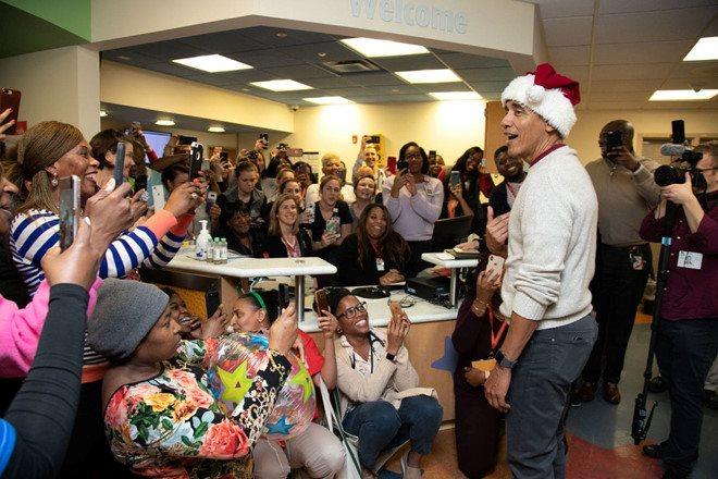 Bệnh viện nhi ở Washington chào đón ông già Noel Obama