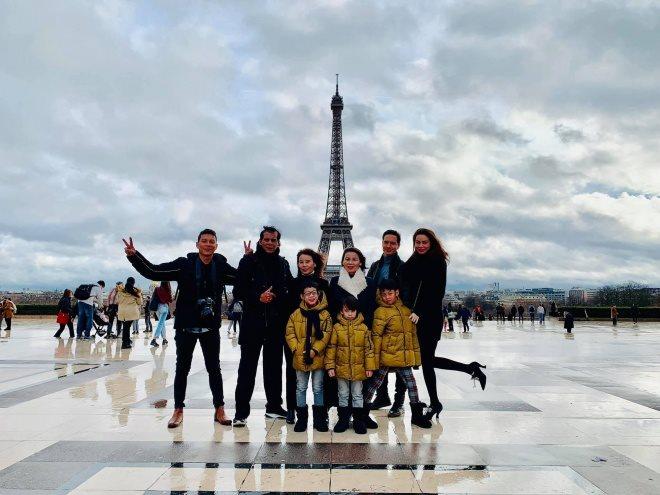 Bắt gặp Hà Hồ đưa Subeo và bố mẹ tới quê hương người tình Kim Lý  tận hưởng Noel