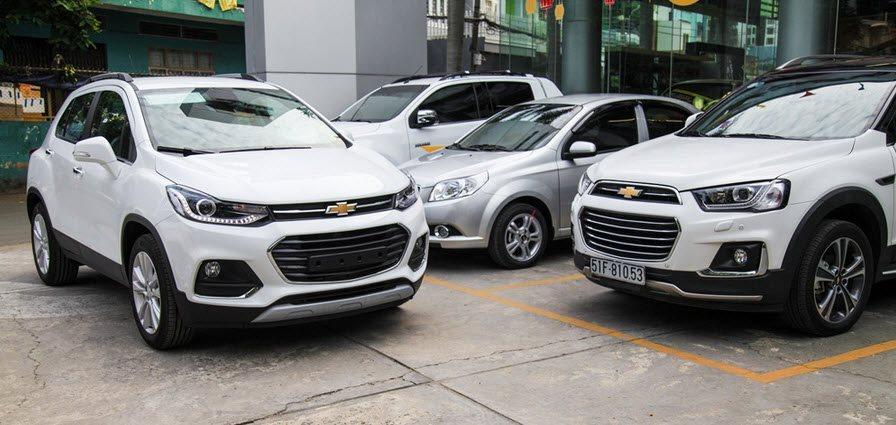 Giá xe ô tô ồ ạt tăng cao vào dịp cuối nắm khiến người tiêu dùng choáng váng