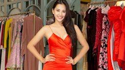 Chỉ mặc thử váy mà Tiểu Vy đẹp như đang trình diễn