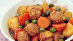 Thịt viên om khoai tây cà rốt, dễ làm mà ăn lại ngon miệng