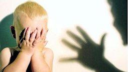 Nếu trẻ chưa biết nói bạn vẫn có thể biết con có bị bạo hành không qua những dấu hiệu sau