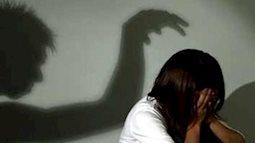 Cha mẹ cần làm gì để bảo vệ kịp thời khi nữ sinh bị bắt nạt trực tuyến?
