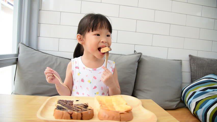 Vụ 3 ông cháu hôn mê vì bột tăng cân: Cách tăng cân nhanh an toàn cho trẻ