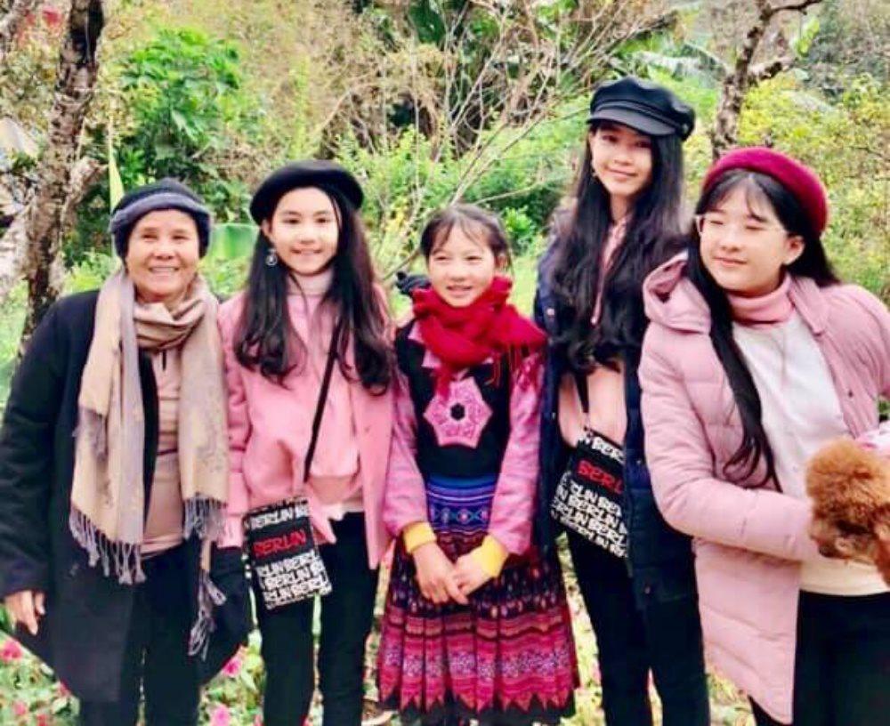 Con gái 'Lọ Lem' và 'Hạt Dẻ' của MC Quyền Linh đẹp như hoa hậu nhí ở TâY Bắc