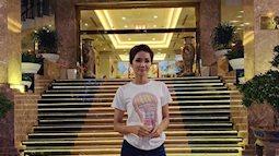 Bật cười với set đồ áo thun 40k của H'Hen Niê trên chuyến bay về Sài Gòn