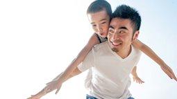 8 định kiến giới cha mẹ không nên dạy con trai