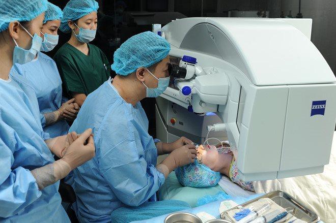 Bác sỹ khuyến cáo: Không phải ai cũng được chỉ định mổ cận thị mắt