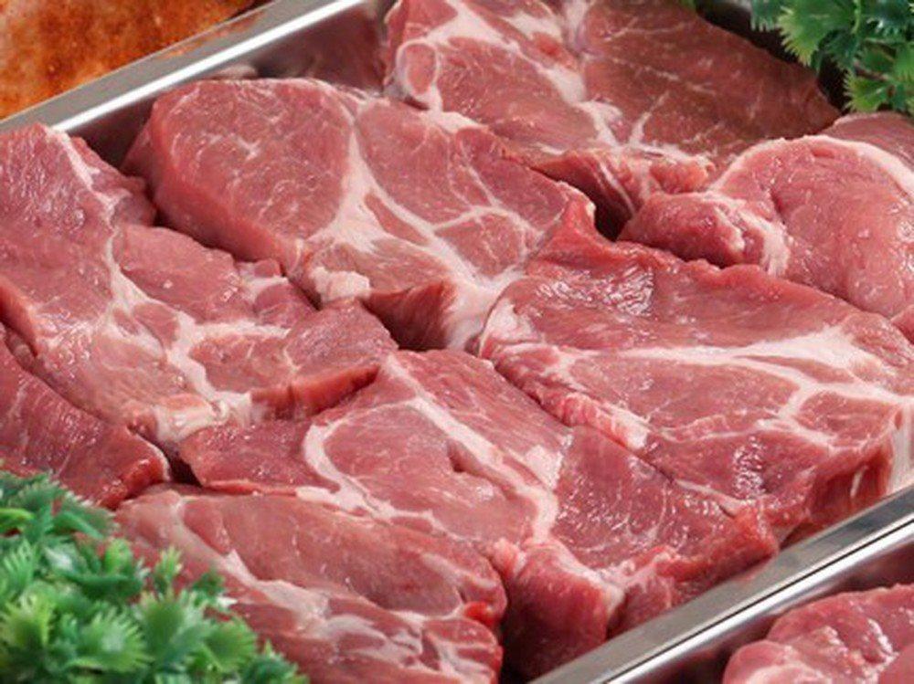 Mách chị em cách tránh mua phải thịt heo mắc bệnh lở mồm long móng