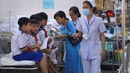 Hơn 50 học sinh tiểu học nhập viện sau bữa cơm trưa ở trường