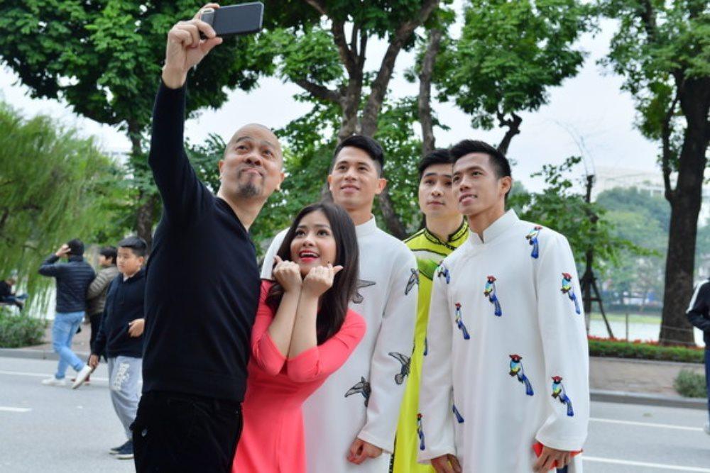 Cầu thủ U23 Việt Nam bất ngờ diện áo dài cách tân trước thềm tứ kết Asian Cup