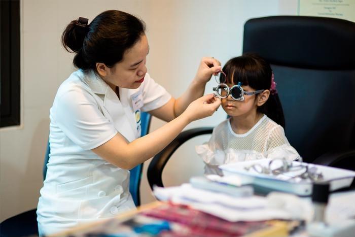 Báo động: 65% đơn kính cận thị cho trẻ em thực hiện tại các hiệu kính bị sai
