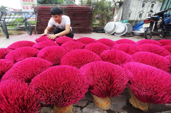 Báo chí nước ngoài trầm trồ trước sắc màu làng hương ngày Tết ở Việt Nam