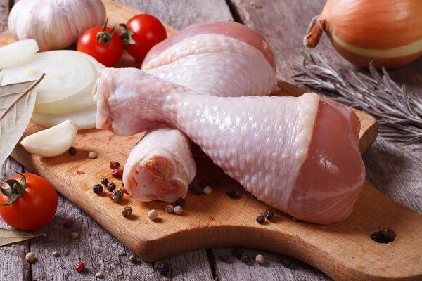 Phân biệt đùi gà bán sẵn có tươi ngon hay không dựa vào những cách đơn giản sau