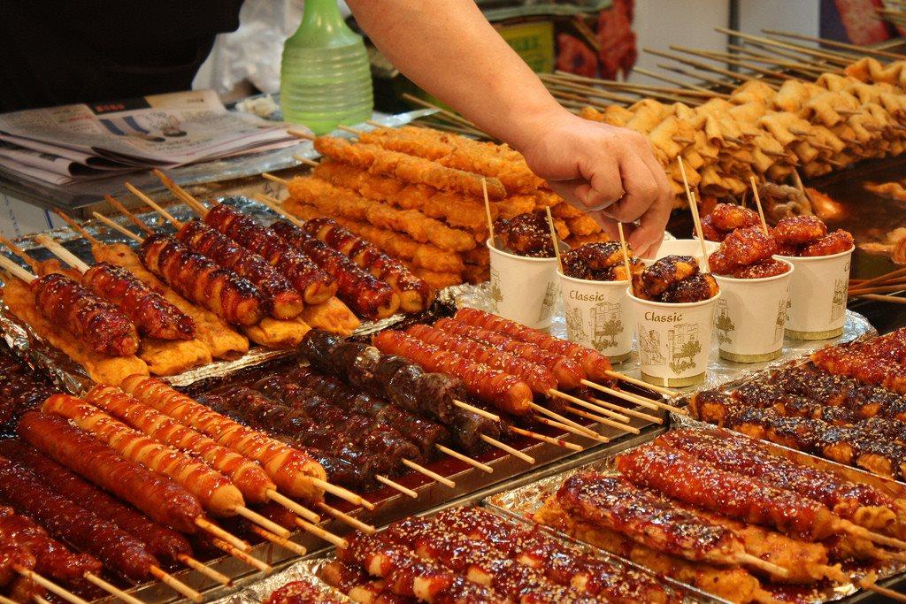 Báo động nguy cơ bị ngộ độc thực phẩm mùa lễ hội