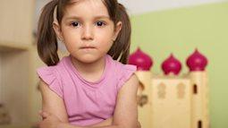 Bố mẹ đang dạy con đúng cách khi trẻ có 5 biểu hiện này