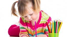 Bố mẹ không nên lo lắng khi con thuận tay trái