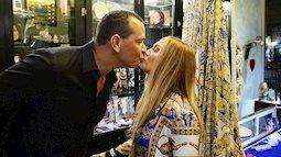 Ca sĩ Jennifer Lopez đính hôn lần 4 với bạn trai kém 6 tuổi.