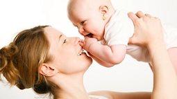 Những hành động quen thuộc nhưng lại gây hại không ngờ cho trẻ sơ sinh