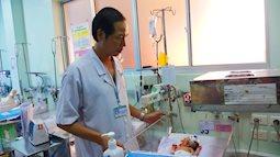 Cứu thành công bé gái sơ sinh nặng 2,1kg mang khối bướu 3,1kg