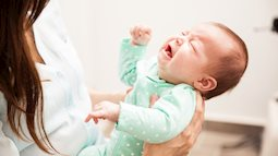 Bổ sung nhiều canxi, bé gái phải nhập viện cấp cứu vì sỏi thận