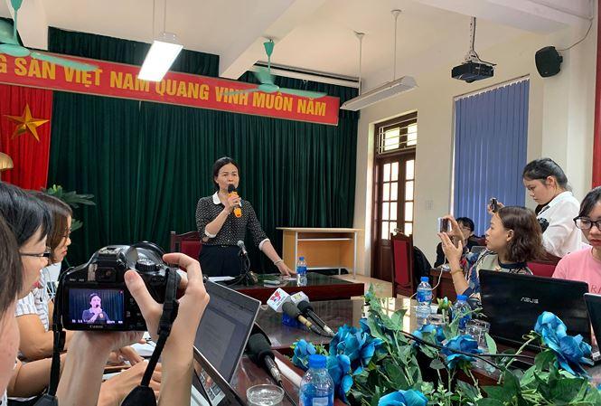 Hiệu trưởng Trường Trần Phú, quận Hoàng Mai trả lời báo chí