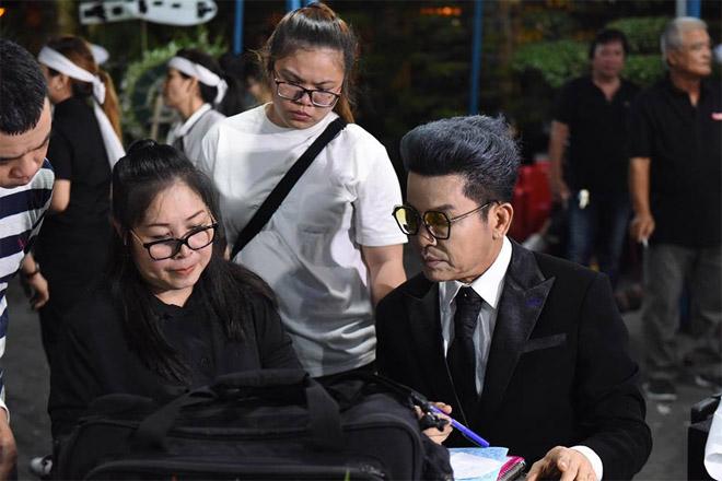 Sao Việt khóc nghẹn khi Thanh Bạch đọc điếu văn ở lễ động quan cố NS Anh Vũ - Ảnh 2