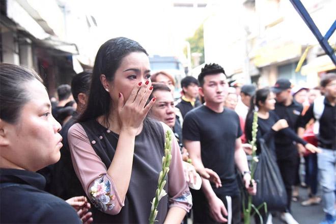 Sao Việt khóc nghẹn khi Thanh Bạch đọc điếu văn ở lễ động quan cố NS Anh Vũ - Ảnh 9