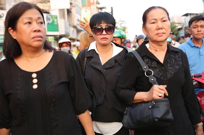Sao Việt khóc nghẹn khi Thanh Bạch đọc điếu văn ở lễ động quan cố NS Anh Vũ - Ảnh 10
