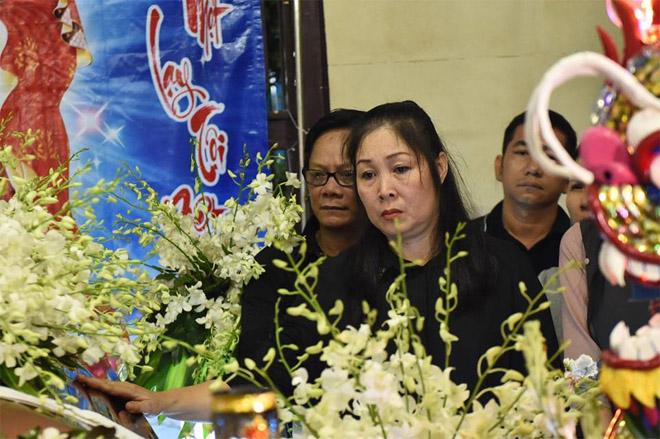 Sao Việt khóc nghẹn khi Thanh Bạch đọc điếu văn ở lễ động quan cố NS Anh Vũ - Ảnh 13
