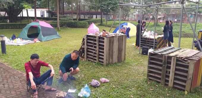 ...hoặc sử dụng dịch vụ tại đây; Như: dịch vụ cho thuê bếp nướng, lều trại với giá từ 300-700 nghìn đồng, tùy kích thước.