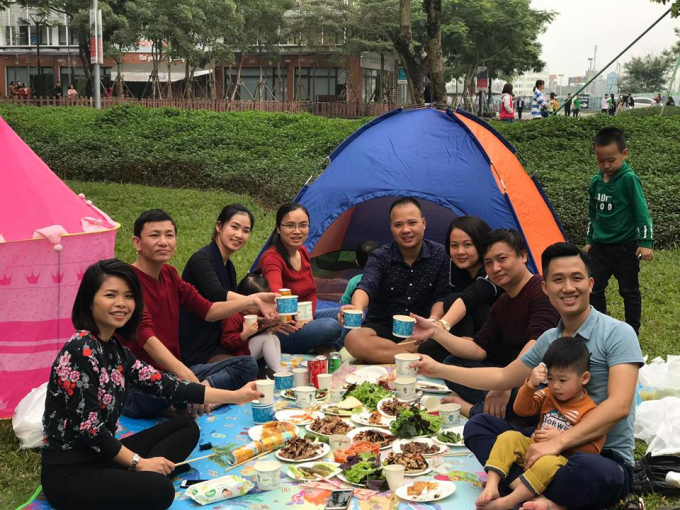 Trong không gian xanh mát, rộng lớn, các gia đình có thể tự chuẩn bị cho mình một buổi picnic thú vị...