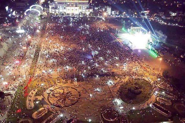 Toàn cảnh Quảng trường Hùng Vương nơi diễn ra lễ khai mạc Giỗ tổ Hùng Vương - Lễ hội Đền Hùng 2019 nhìn từ trên cao.
