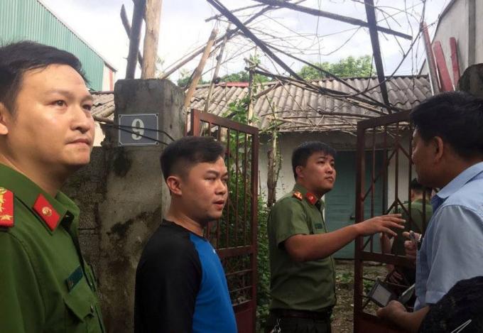 Cơ quan An ninh điều tra Bộ Công an đã khám nhà ông Đỗ Mạnh Tuấn, Phó hiệu trưởng trường Phổ thông dân tộc nội trú huyện Lạc Thủy, ủy viên tổ chấm thi trắc nghiệm Hội đồng thi Hòa Bình - cán bộ liên quan đến gian lận thi cử ở Hòa Bình