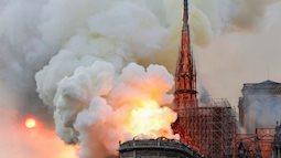 Cháy lớn ở Nhà thờ Đức Bà Paris, tháp chuông và mái vòm 850 năm tuổi sụp đổ