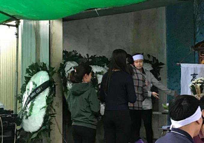 Gia đình nạn nhân tổ chức tang lễ cho nữ sinh xấu số.