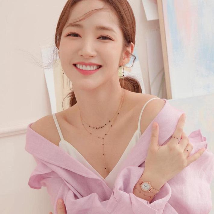 """Sự thực bất ngờ quanh bức ảnh khiến Park Min Young gắn liền với biệt danh """"nữ hoàng dao kéo"""" - Ảnh 1."""