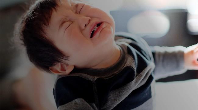 Đây là những điều cha mẹ rất nên lưu ý đến mỗi khi phải ra tay xử lý tính độ kỵ ở con nhỏ - Ảnh 1.