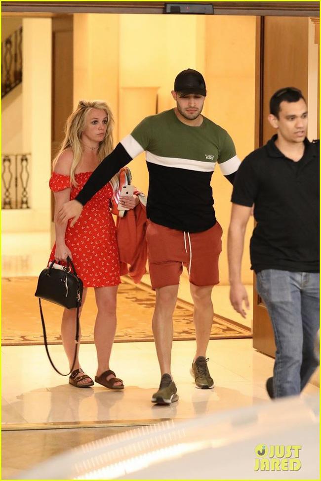 Britney Spears tiều tụy đến đáng thương, chuyện gì đang xảy ra với cô? - Ảnh 1.