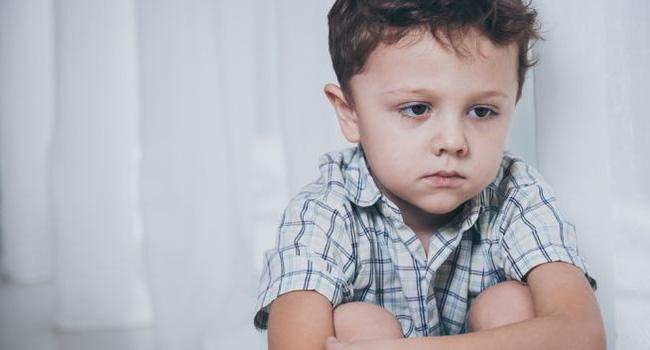 Đừng vội nghĩ con bị tự kỷ, con bạn có thể mắc chứng bệnh có dấu hiệu tương tự và chỉ sống được đến thời niên thiếu  - Ảnh 5.