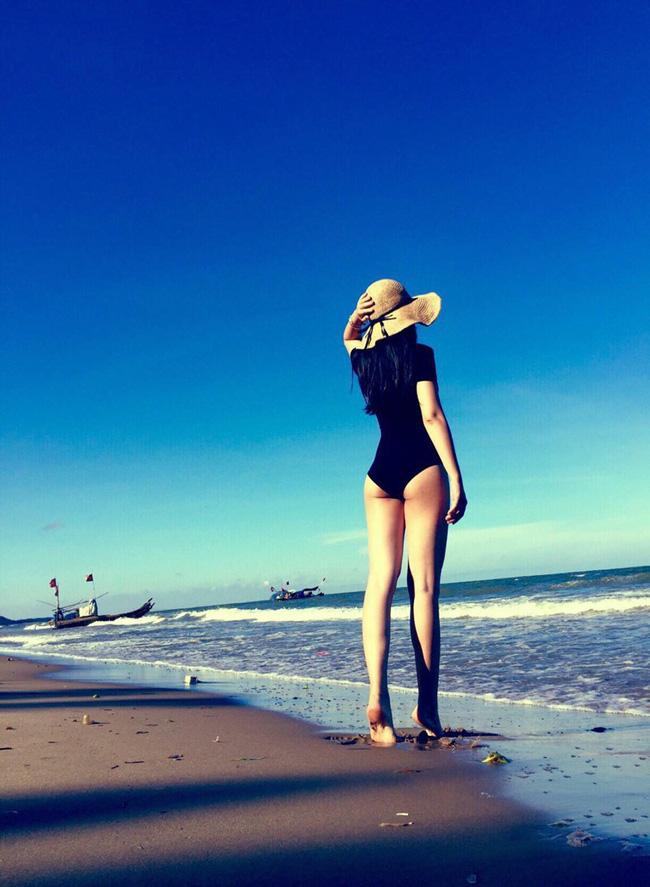 Mỹ nhân Vũ trụ VTV thả dáng với bikini: Ít khi khoe nhưng body cũng rất gì và này nọ, nóng bỏng chẳng kém ai - Ảnh 4.