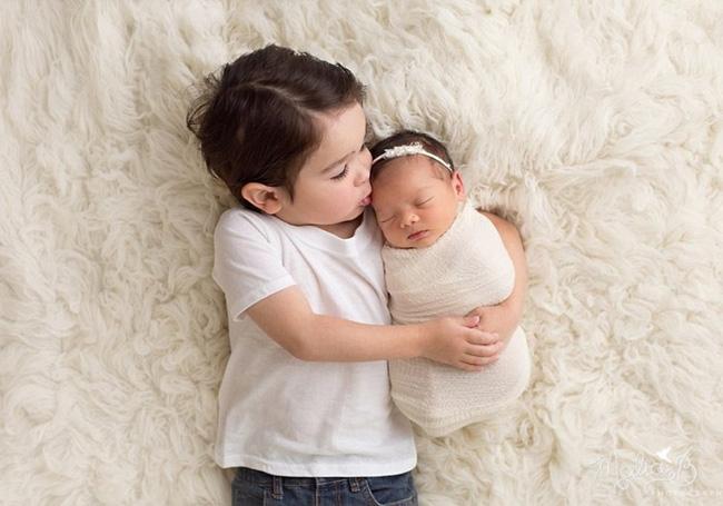 Sắp sinh thêm em bé các mẹ cũng đừng quên chuẩn bị những điều này cho cả con lớn nữa - Ảnh 2.