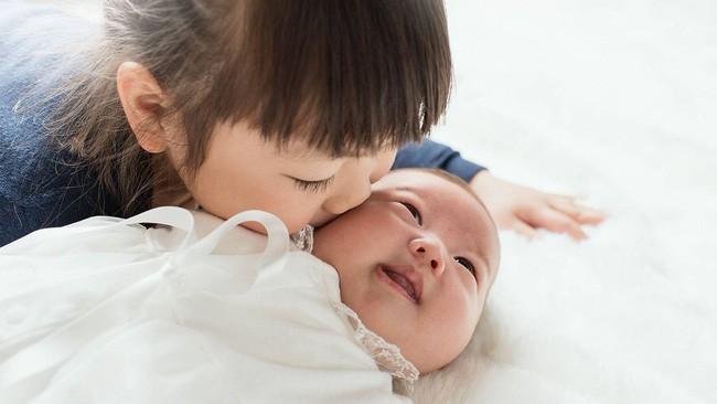 Sắp sinh thêm em bé các mẹ cũng đừng quên chuẩn bị những điều này cho cả con lớn nữa - Ảnh 4.