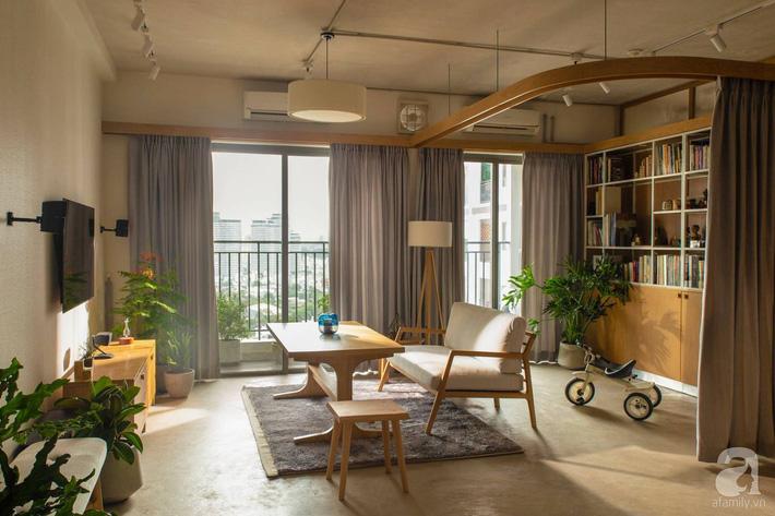 Cuộc sống vừa đủ của gia đình từ bỏ ngôi nhà rộng 200m² để chuyển đến căn hộ 70m² ngập tràn ánh sáng ở Sài Gòn - Ảnh 3.