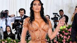 Kim Kardashian gây ấn tượng tại Met Gala với bộ váy ướt át, nhưng khi biết cách cô chật vật để mặc ai cũng thấy... í ẹ