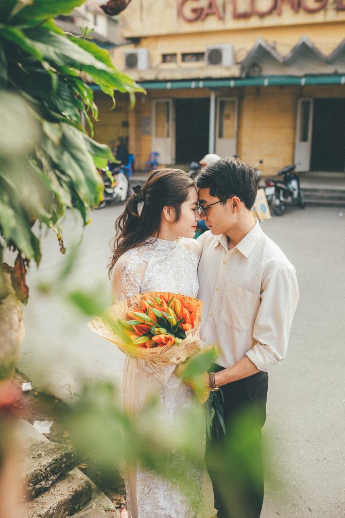 Cặp đôi mượn quần áo bố mẹ ra khu tập thể cũ chụp bộ ảnh cưới theo style thời bao cấp trong trẻo và bình yên quá đỗi - Ảnh 10.
