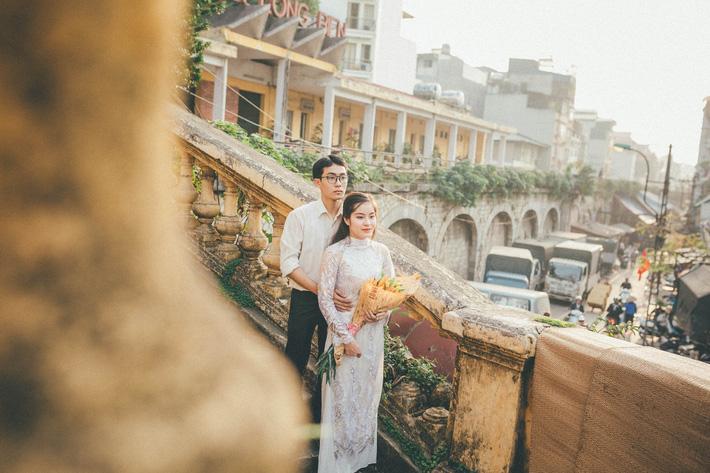 Cặp đôi mượn quần áo bố mẹ ra khu tập thể cũ chụp bộ ảnh cưới theo style thời bao cấp trong trẻo và bình yên quá đỗi - Ảnh 8.